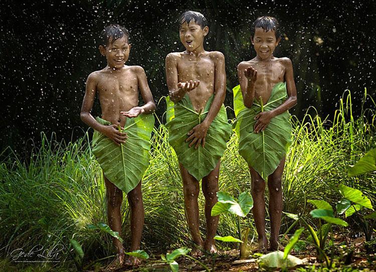дети под дождём