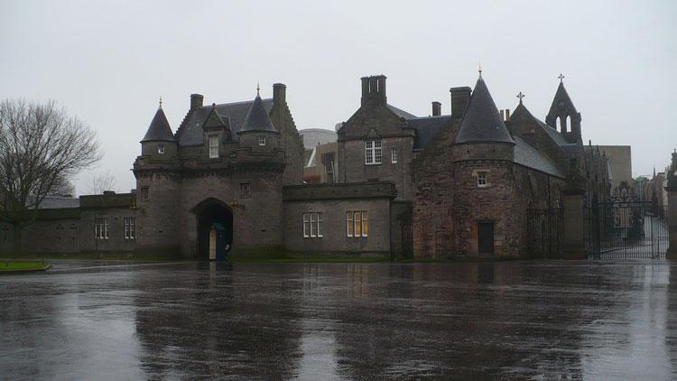 Холирудский дворец Эдинбург