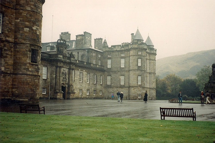 Холирудский дворец Шотландия
