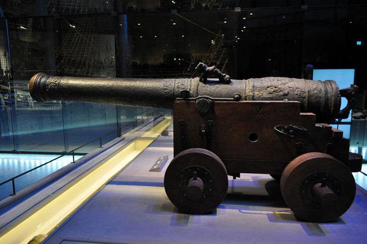 музей военных кораблей пушка