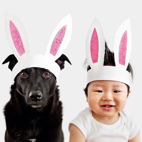 мальчик и собака в заячьих ушах