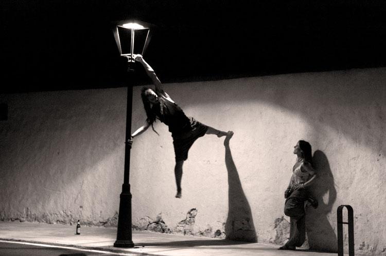 человек на фонаре