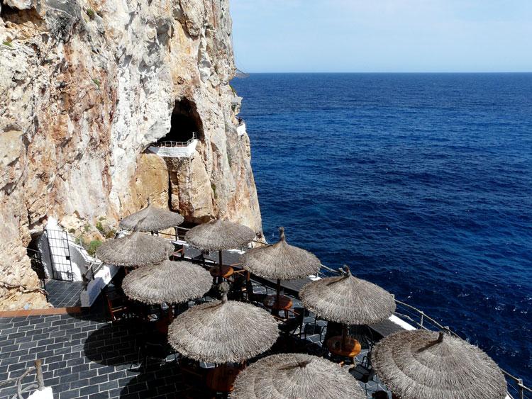 кафе в пещере