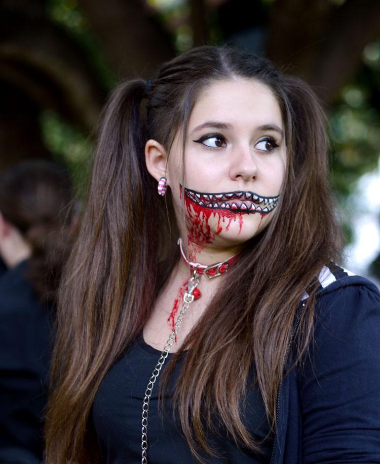 раскрашиваем лицо на Хэллоуин