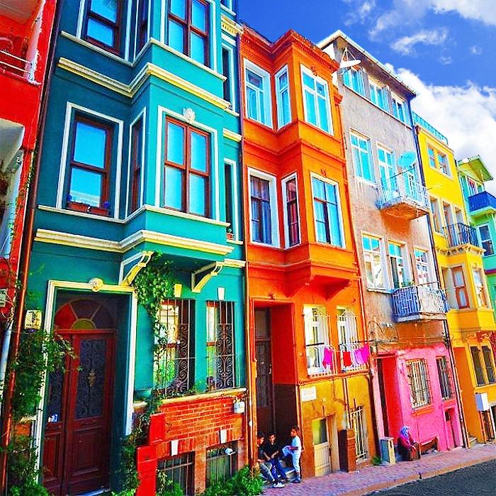 цветные фасады домов