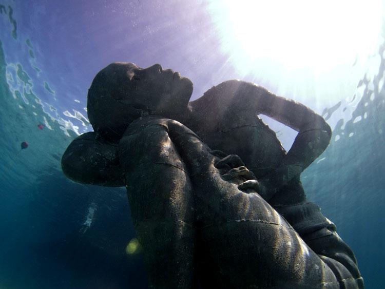 скульптура под водой фото