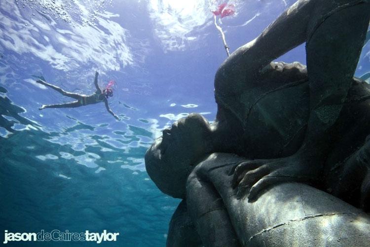 скульптура под водой
