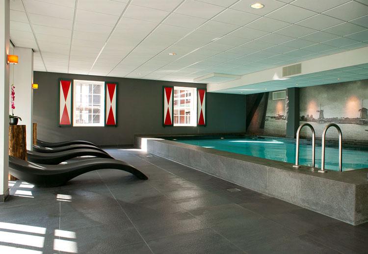 отель с бассейном фото