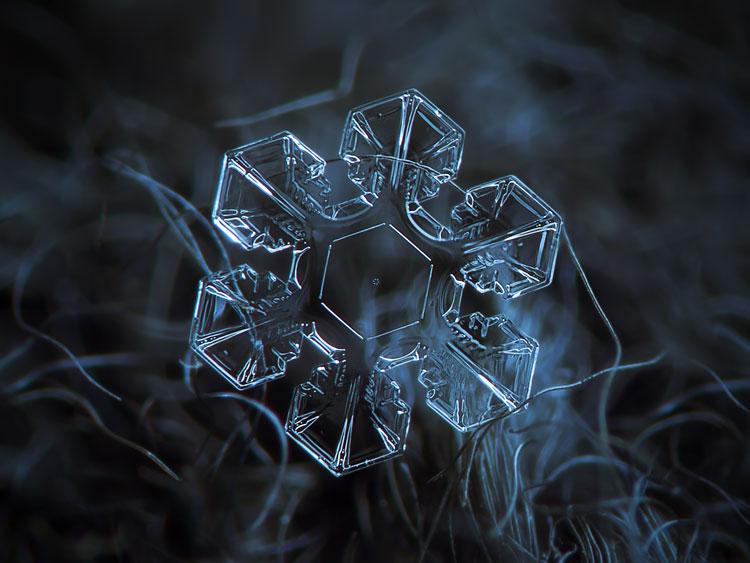 прозрачные снежинки