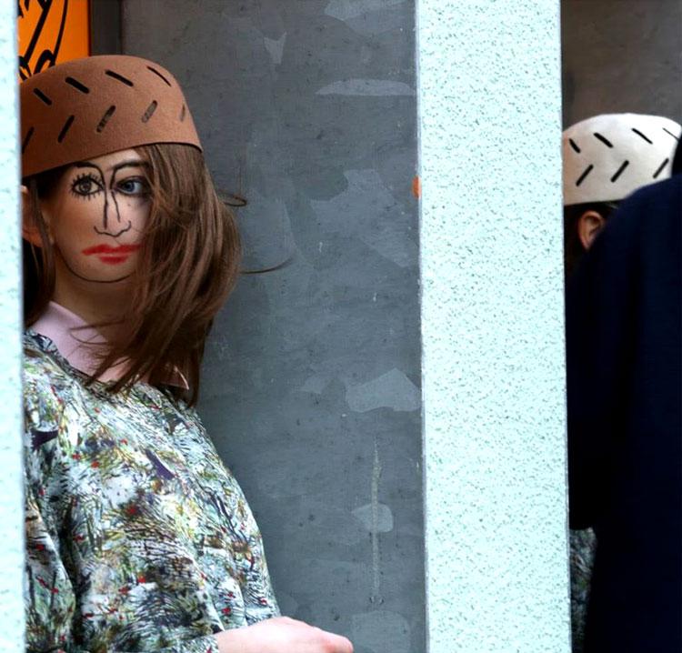 девушки с закрытым лицом