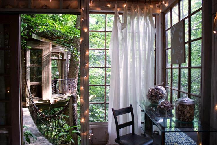 дома на деревьях интерьер