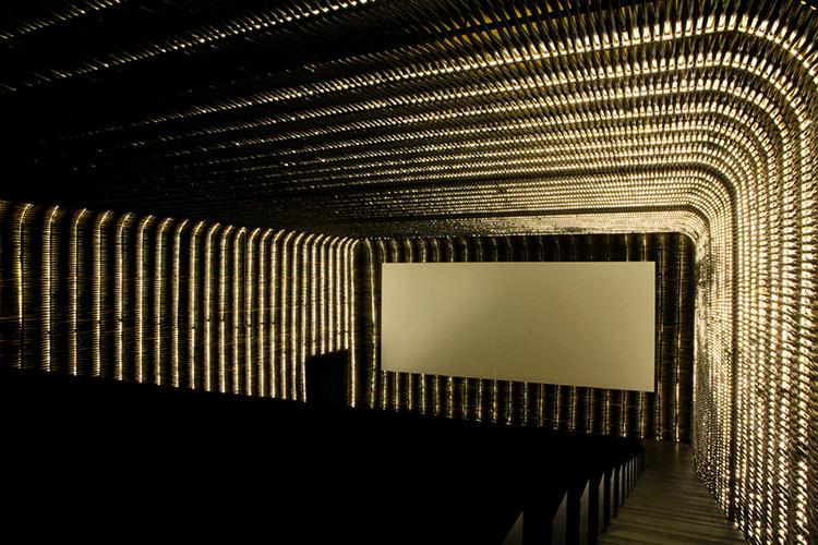 экран в кинотеатре фото