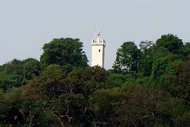 опасный маяк