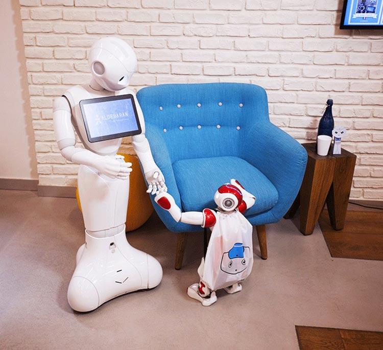 человекоподобный робот pepper