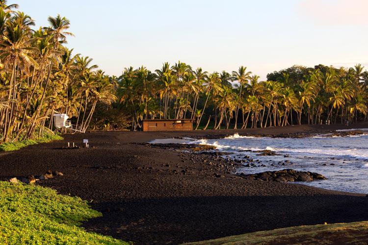 черный пляж где