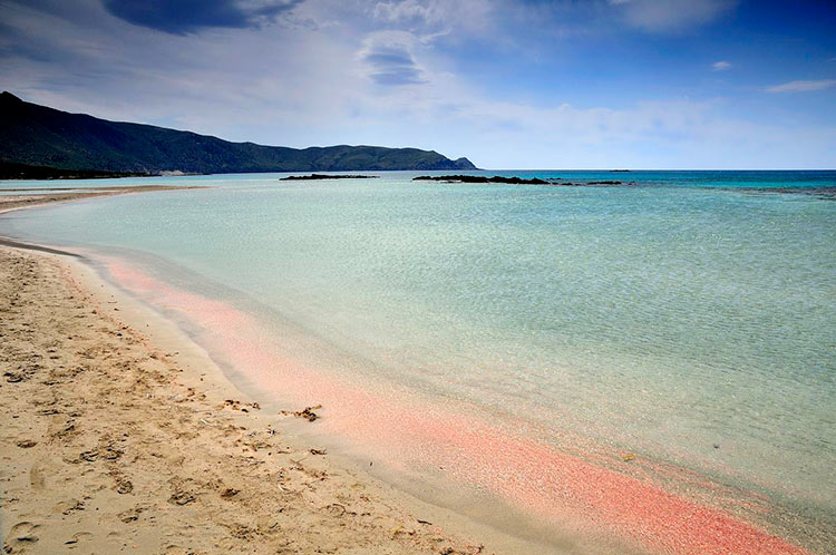 греция пляж с розовым песком