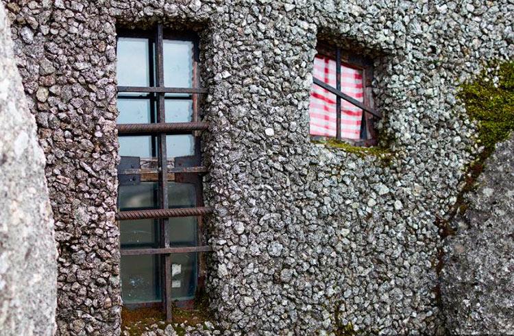 дом из натурального камня фото