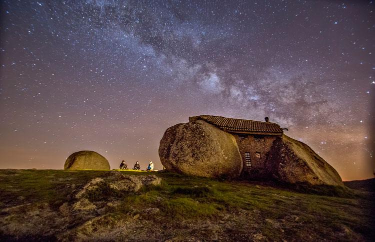 дом камень в португалии