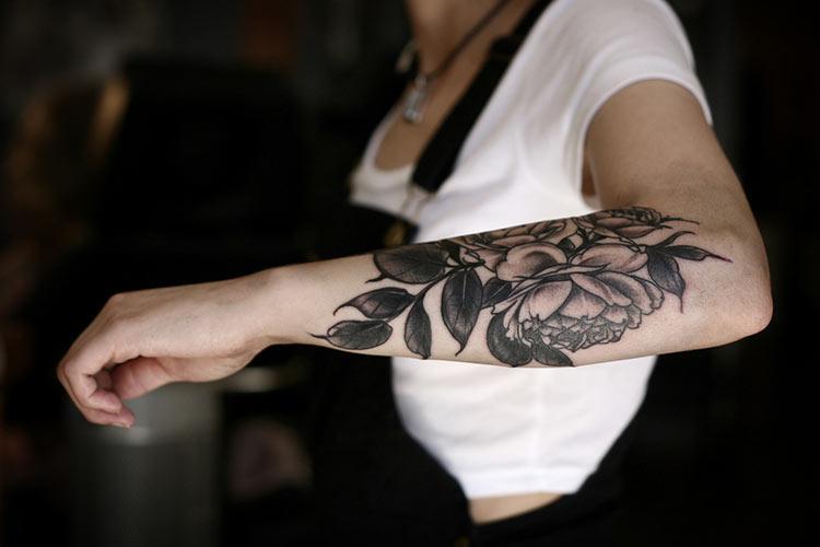черно белые татуировки цветы