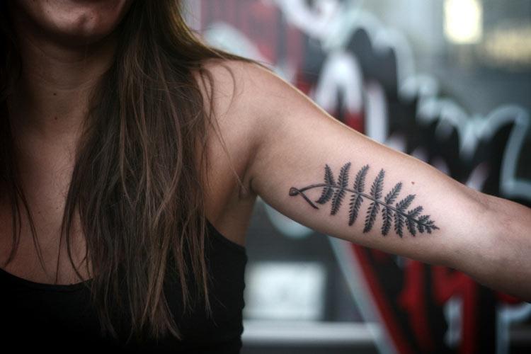 татуировка папоротник