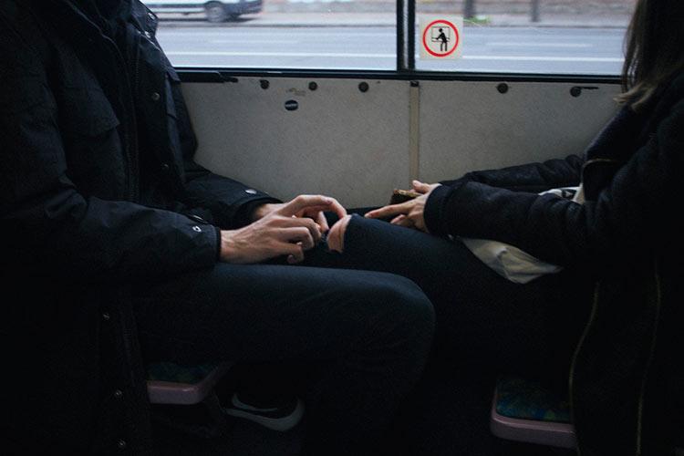 фотки рук влюбленных