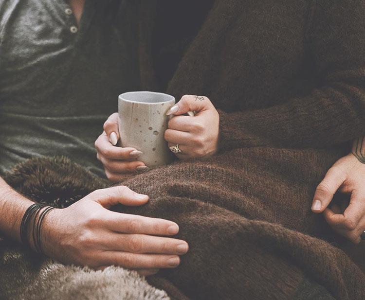 руки влюбленных людей