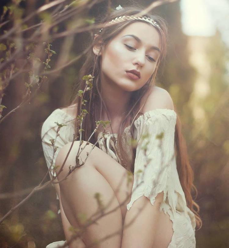фото девушек в лесу весна