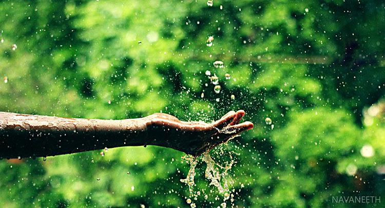 руки под дождем фото