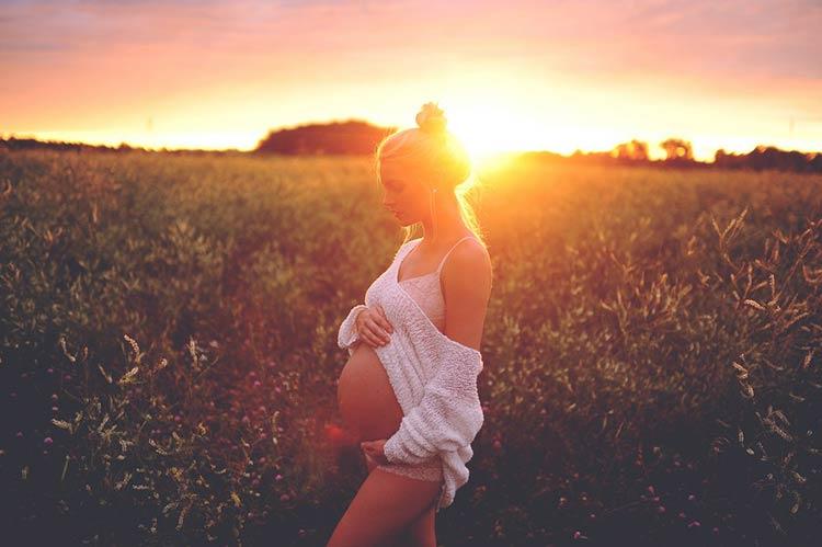 фотографии беременных на природе