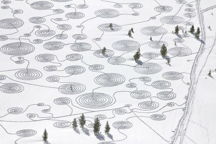завитки на снегу