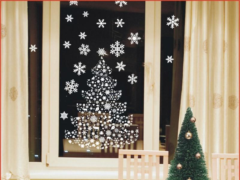 украсить детскую комнату к новому году елка на окне
