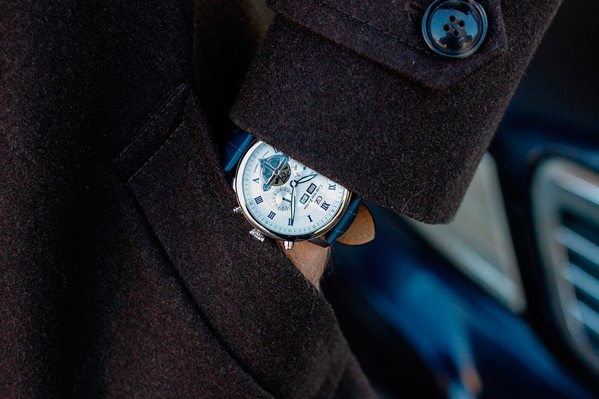 Подарок на 14 февраля любимому часы