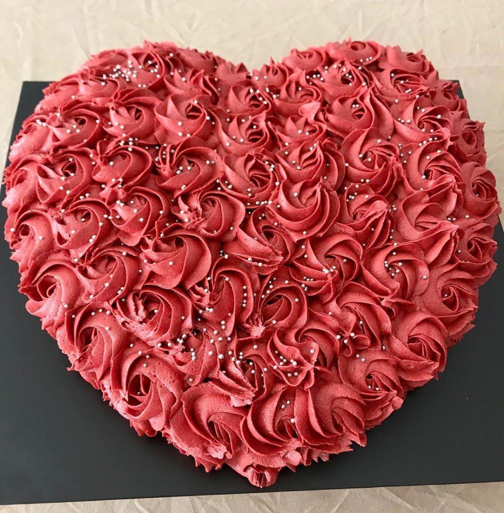 торт с розами на день святого Валентина фото