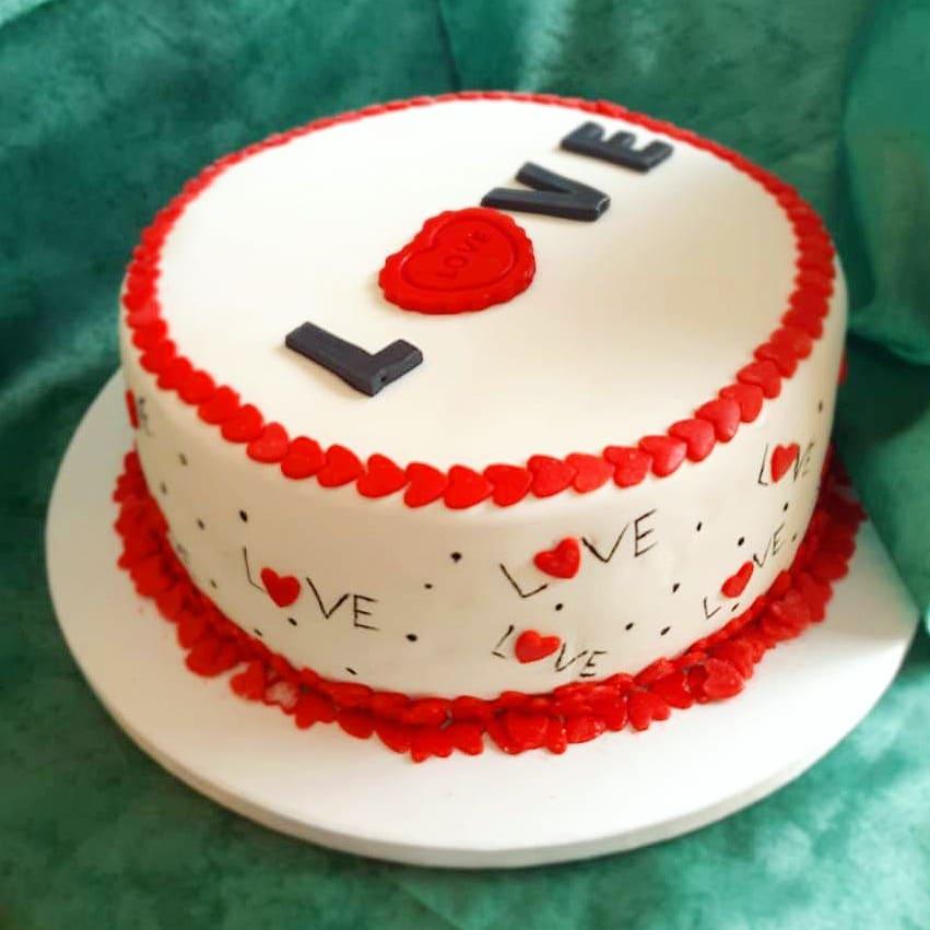 торт love на день святого Валентина фото