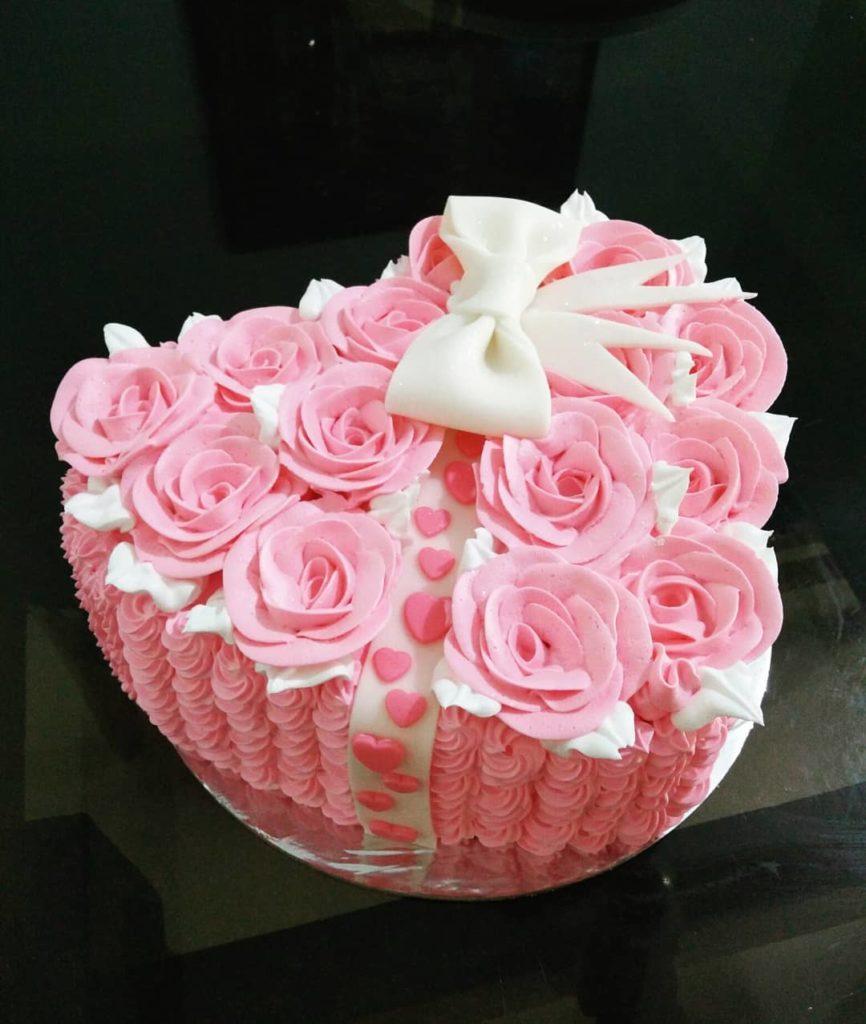 нежный торт на день святого Валентина фото