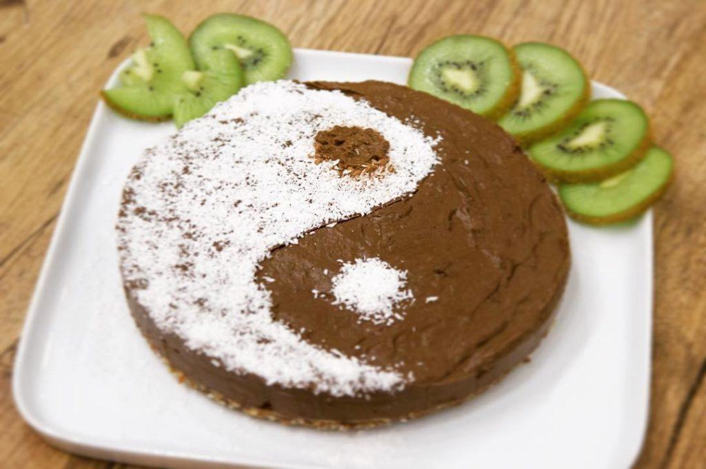 шоколадно-кокосовый торт на день святого Валентина фото
