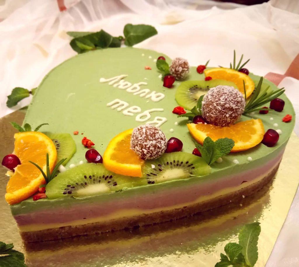 торт сыроедение на день святого Валентина фото