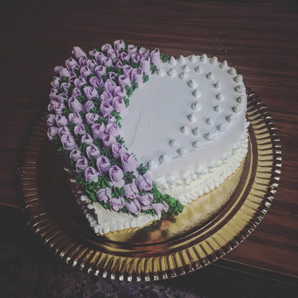 красиво украшенный торт на день святого Валентина фото