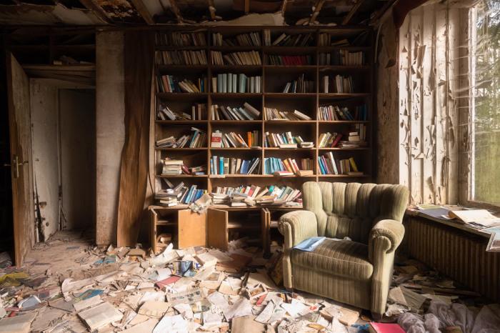 заброшенные дома с мебелью
