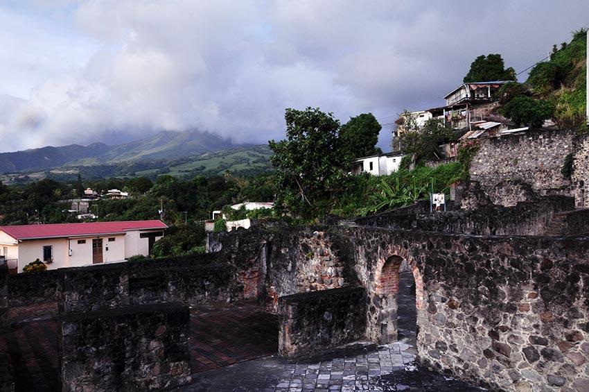 извержение мощного вулкана Мон-Пеле на Мартинике Сен-Пьер 2