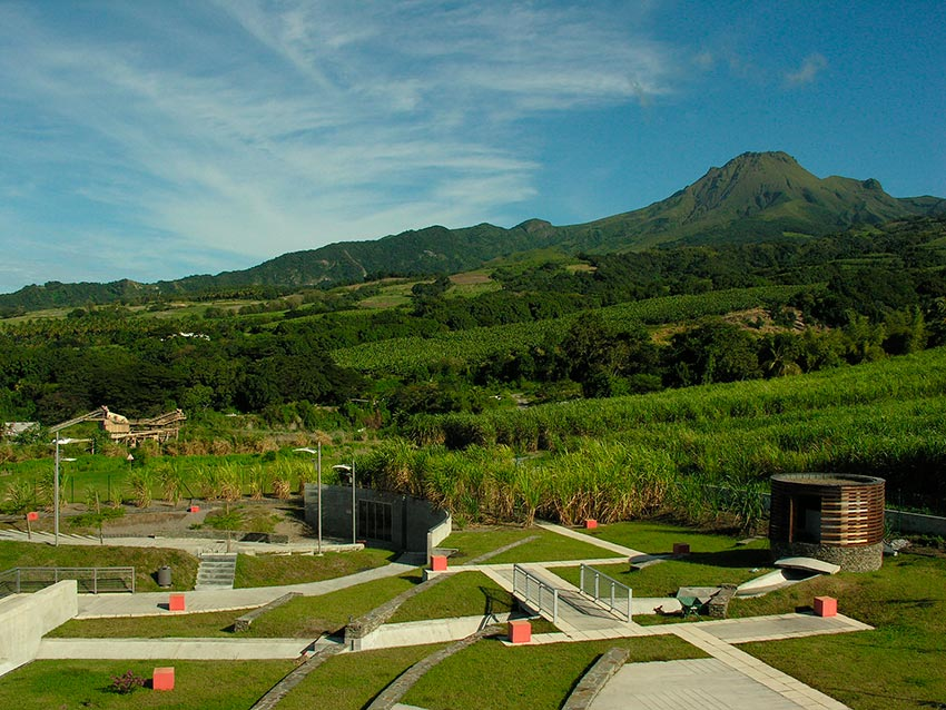 извержение мощного вулкана Мон-Пеле на Мартинике Сен-Пьер 14
