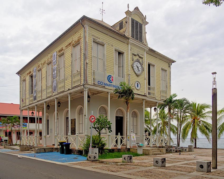 извержение мощного вулкана Мон-Пеле на Мартинике Сен-Пьер 18
