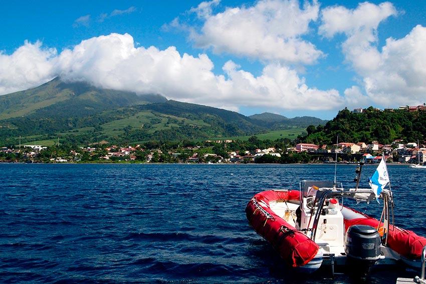 извержение мощного вулкана Мон-Пеле на Мартинике Сен-Пьер 24