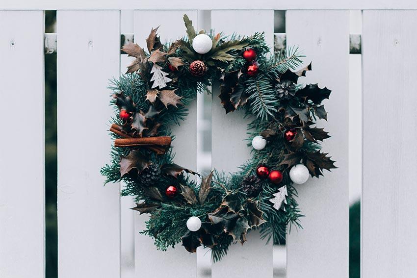 Рождественские венки еловые фото 14