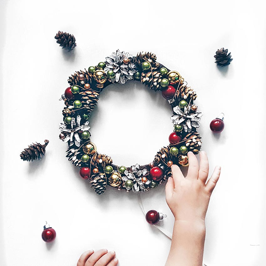 Рождественские венки из шишек 34